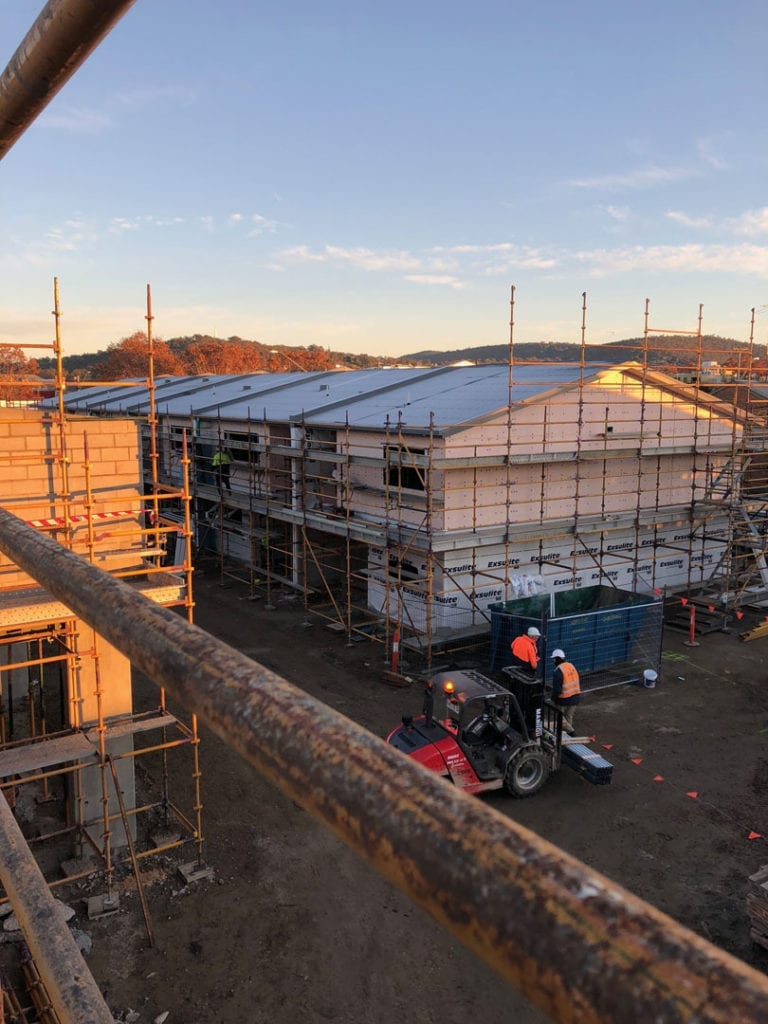 Safety First at KW Roofing! Edge protection scaffold installed to ensure this multi storey set of apartments in Albury has its roof installed safely.