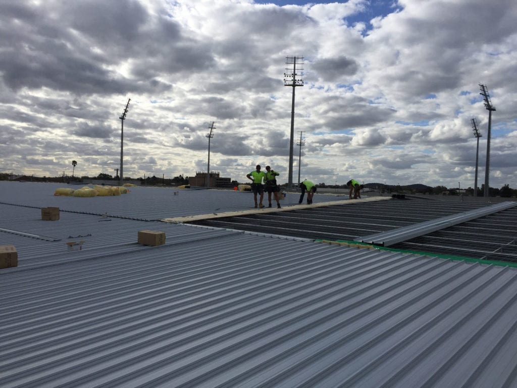 This Wagga Wagga supermarket roof was over 4000m2! The team worked hard to ensure construction program dates achieved.